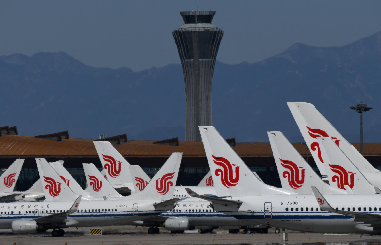 Aviones de Air China estacionados en la pista del aeropuerto de Pekín, el 27 de marzo de 2020