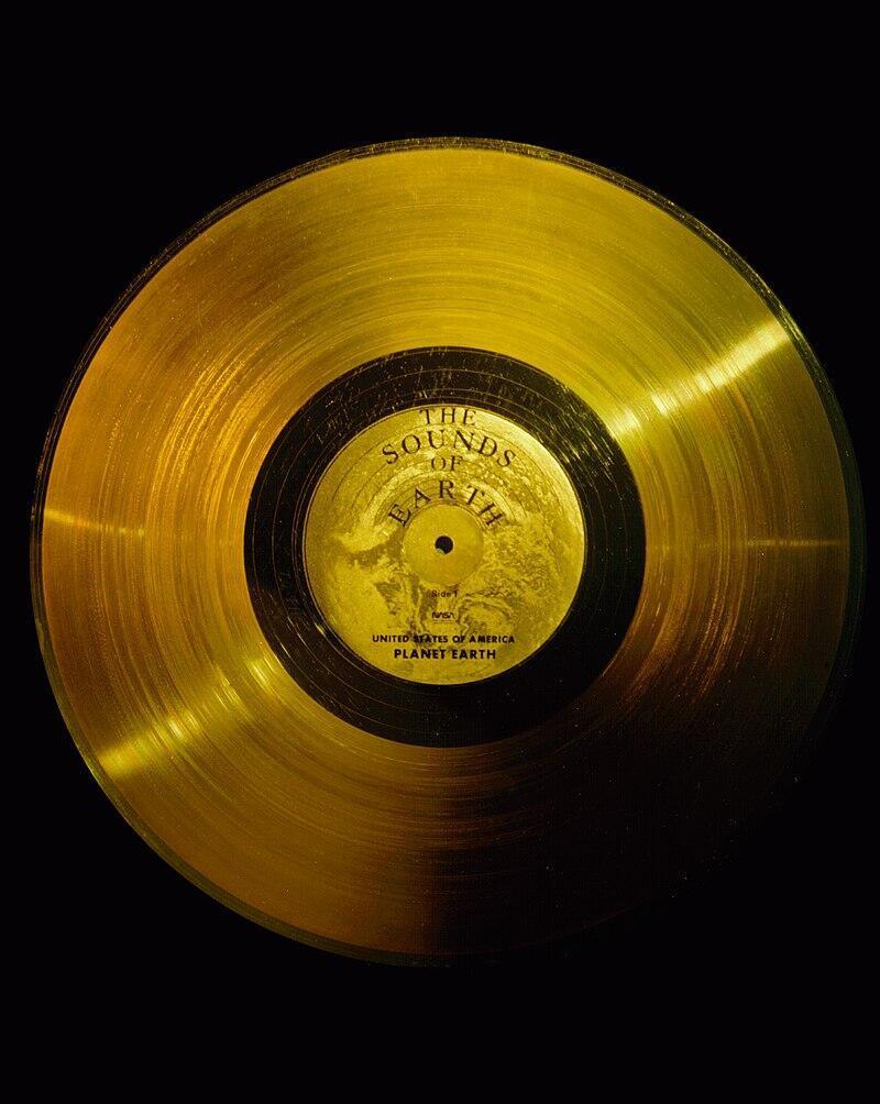 Voyager Golden Record  - Đĩa vàng khảm các âm thanh và hình ảnh về Trái Đất và nhân loại, được hai phi thuyền Voyager mang vào không gian.