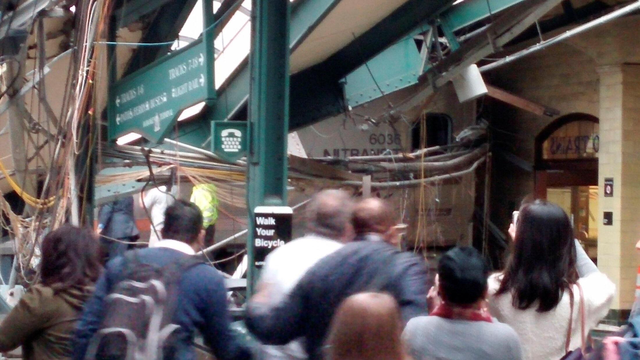 Primeiras imagens do acidente de trem em New Jersey.