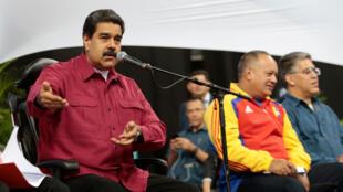Tổng thống Venezuela Nicolas Maduro (T) phát biểu trong cuộc họp với thành viên Quốc Hội Lập Hiến tại Caracas. Ảnh ngày 2/08/2017.