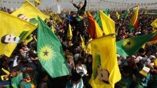 Des centaines de milliers de personnes étaient rassemblées à Diyarbakir, dans sud-est de la Turquie, pour écouter l'annonce du chef du PKK, le 21 mars 2013.