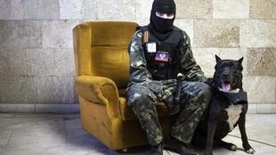 Пророссийский активист в здании Донецкой областной прокуратуры
