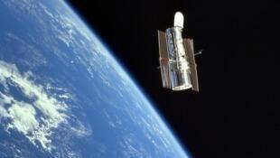 Hubble par Jean-François Clervoy lors de sa mission en 1999.