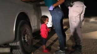Ảnh cô bé người Honduras Yanela ở biên giói Mỹ - Mêhicô của nhiếp ảnh gia John Moore đoạt giải thưởng World Press Photo 2019.