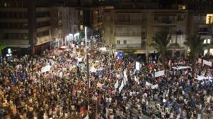 Manifestation sur la principale artère de Tel Aviv le 30 juillet 2011.