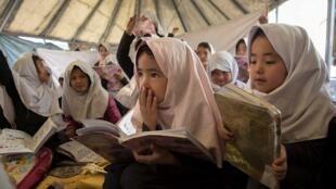 O drama das meninas afegãs que não têm mais acesso à escola é tema de denúncia do novo relatório da ONG Human Rights Watch em 17 de outubro de 2017.