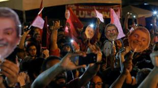Foto de arquivo do acampamento dos militantes pró-Lula em Curitiba (PR).
