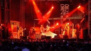 BaBa ZuLa et Ziya Azazi sur la scène du Port au festival Les escales de St Nazaire