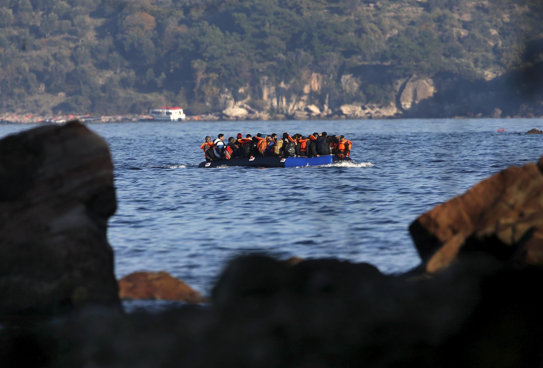 Migrantes aproveitam a proximidade da com a ilha grega de Lesbos para entrar na Europa pela costa da Turquia.