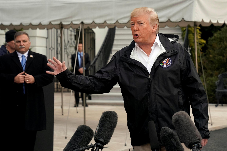 Tổng thống Mỹ Donald Trump phát biểu với báo giới ở Nhà Trắng trước khi lên đường đến California ngày 17/11/2018.
