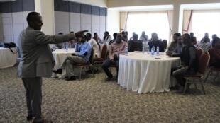 Yohannes Aklilu forme la société civile éthiopienne au processus électoral.