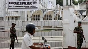 Sri Lanka Friday 26 April, soldiers on guard outside the Grand Mosque in Negombo
