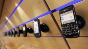 Os smartphones expostos a venda.