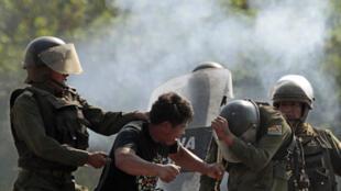 La violence des policiers contre les manifestants a ému les représentants de la communauté internationale  en poste à La Paz. Il y aura une enquête, a déclaré le président Morales.