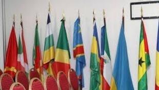 Bandeiras de países da África Central no seminário internacional em Luanda de 25 a 27 de fevereiro de 2015, numa imagem, da ANGOP, com a devida vénia