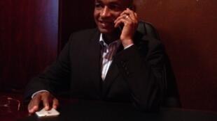 Cellou Dalein Diallo de l'UFDG, au travail dans son bureau.