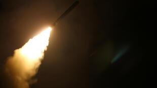 Американская ракета «Томагавк», выпущенная с ракетного крейсера USS Monterey, 14 апреля 2018 г.