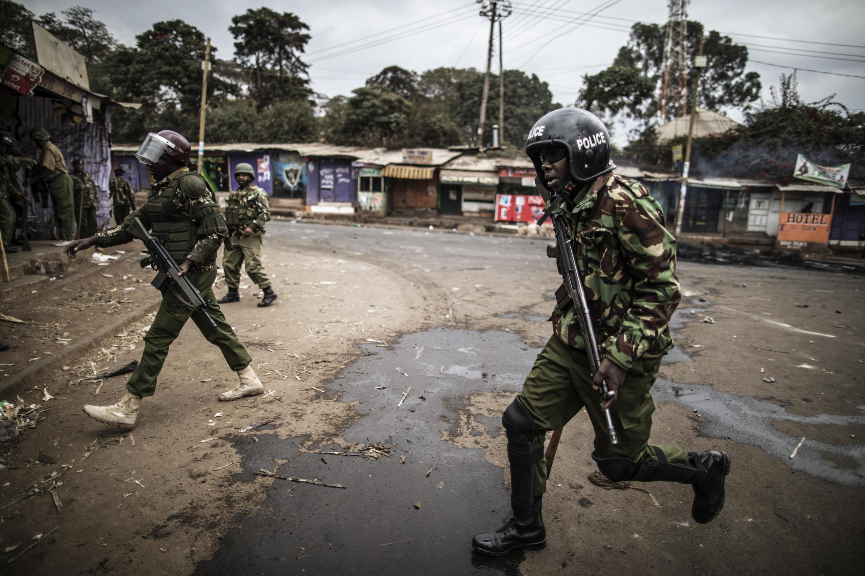 Intervención policial en Kibera, un barrio de Nairobi, donde se registraron estallidos de violencia el 12 de agosto.