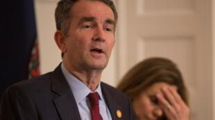 Ralph Northam,governador do  estado de Virginia durante uma conferência de imprensa no sábado .Virginia Beach . 1 de Junho de 2019       durante coletiva de imprensa, no sábado (2).