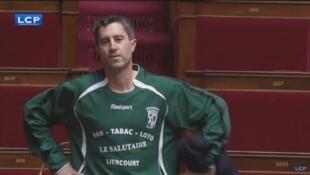 François Ruffin en maillot de foot à l'Assemblée, jeudi 7 décembre 2017.