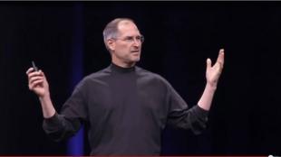 Steve Jobs lors de sa présentation de l'iPhone en 2007.