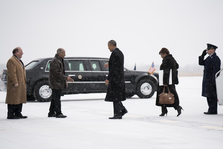Le président américain Barack Obama se déplace dans une voiture appelée «La Bête» (The Beast). Ici à Detroit dans le Michigan, lors de sa visite au salon de l'automobile, le 20 janvier 2016.