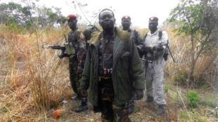 Sur cette image non datée communiquée par le mouvement à l'AFP, le chef rebelle du FDPC Abdoulaye Miskine avec ses hommes à Biti.