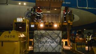 Argentina foi buscar as primeiras 300 mil doses da Sputnik V antes do Natal