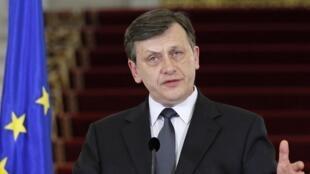 Le président par intérim, Crin Antonescu, le 10 juillet 2012 à Bucarest.