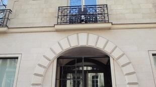 Fachada do Consulado do Brasil em Paris.