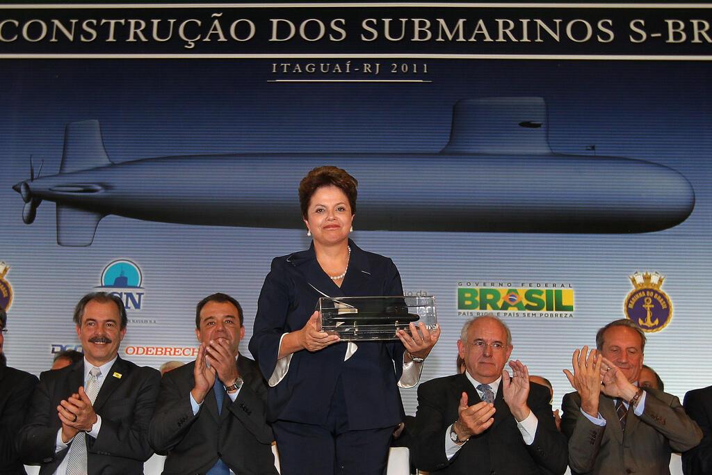 A presidente Dilma Rousseff durante cerimônia que marcou o início da construção dos submarinos convencionais Scorpène, de tecnologia francesa, no Brasil.(Itaguaí, RJ, 16/07/2011).