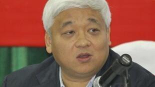 Ông Nguyễn Đức Kiên trong một cuộc họp báo tại Hà Nội ngày 14/12/2011.