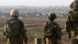 Израильские солдаты на границе с сектором Газа.