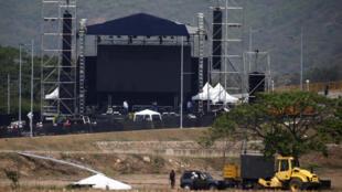 """Preparativos para o concerto """"Venezuela Aid Live"""" que visa arrecadar mais de 100 milhões de dólares em doações."""