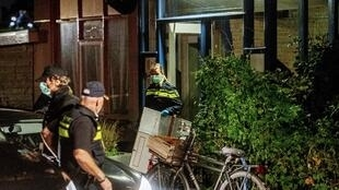 Cảnh sát Hà Lan tiến hành khám xét nơi ở của một trong những nghi can khủng bố, ở Rotterdam, ngày 27/09/2018