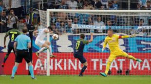 Le but de Florian Thauvin pour l'Olympique de Marseille face à Salzbourg, en demi-finale aller de la Ligue Europa 2018.