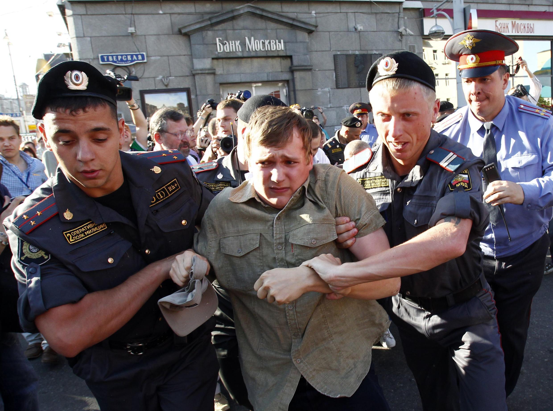 """Задержание участника акции """"День Гнева"""" в Москве 28 июня 2010"""