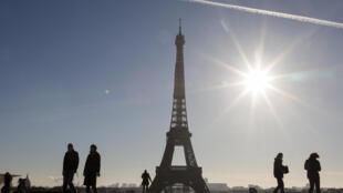 La Torre Eiffel vista desde la plaza de Trocadero en París, Francia, el 18 de noviembre de 2020
