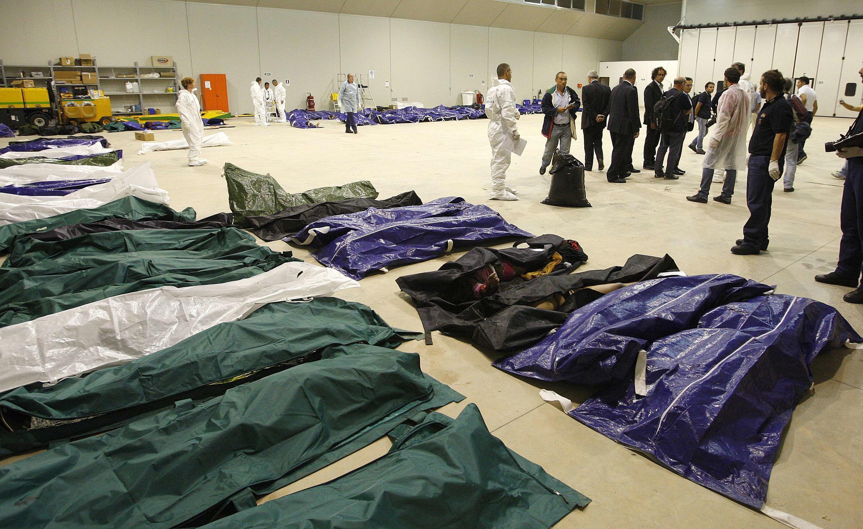 Corps de migrants naufragés au large de l'île de Lampedusa. 3 octobre 2013.