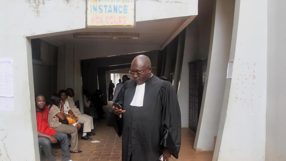 Wani Lauya gabanin fara shari'a a birnin Yaounde na kasar Kamaru.