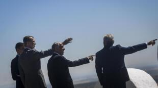 El rey Felipe VI de España (2º izq) y el presidente del gobierno, Pedro Sanchez (izq), y el presidente y el primer ministro de Portugal, Marcelo Rebelo de Sousa y Antonio Costa (drcha), respectivamente, el 1 de julio de 2020 en Elvas