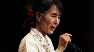 Uwargida  Aung San Suu Kyi na gabatar da kasida a jamiar Harvard  a shekara ta 2012