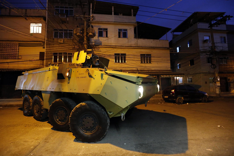 As forças de segurança do Rio de Janeiro ocuparam no fim da madrugada deste domingo (30) o Conjunto de Favelas da Maré.