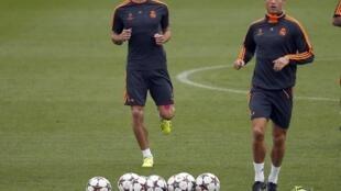 Treino do Real Madrid com Gareth Bale (esquerda) e Cristiano Ronaldo, em 22 de outubro de 2013.