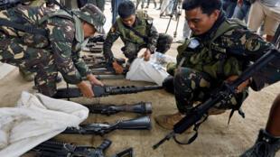 Vũ khí của quân Hồi Giáo cực đoan Maute tại thành phố Marawi bị quân đội Philippines thu giữ, ngày 04/07/2017.