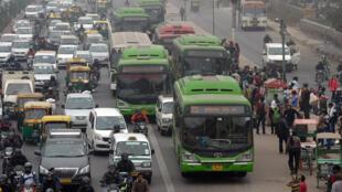 La consommation indienne d'essence  connaît une croissance invraisemblable, 12% l'an dernier, elle a doublé depuis 2009 et devrait passer de 500 000 à 800 000 barils par jour dans cinq ans