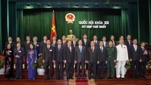 Tân chính phủ Việt Nam chụp hình kỷ niệm sau khi Quốc hội khóa 13 thông qua, ngày 03/08/2011.