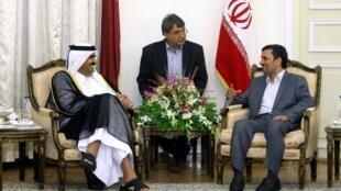 شیخ حمد بن خلیفه آل ثانی، امیر قطر، در دیدار با محمود احمدی نژاد - پنجشنبه ٢٥ اوت ٢٠١١