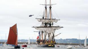 В понедельник 10 августа фрегат «Гермиона» вошел в порт Бреста