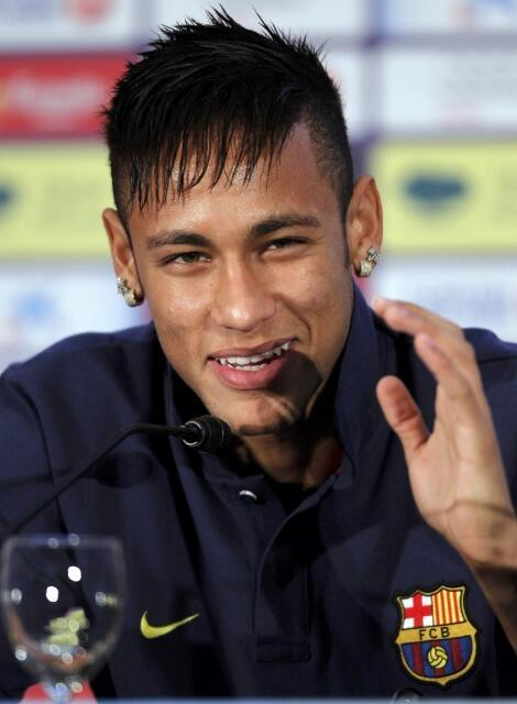 Sorridente, Neymar respondeu durante uma hora e meia às perguntas na coletiva no estádio Camp Nou, em Barcelona, em 3 de junho de 2013.